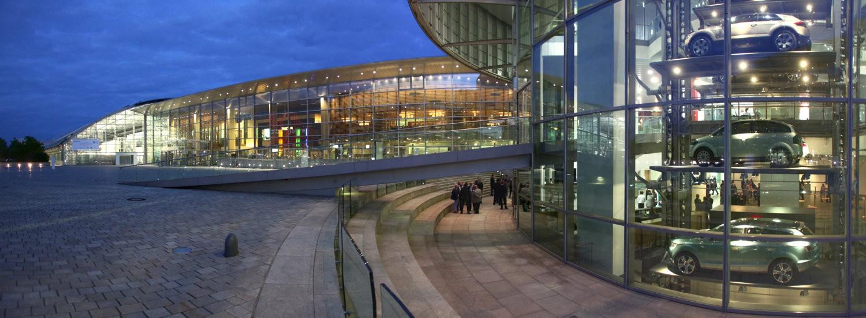 12. Jahreskongress Zulieferer Innovativ 2010;  Audi Forum Ingolstadt, 23. Juni 2010,  Vorabendempfang im Museum Mobile;  Aussenaufnahme Audi Forum, Nachtaufnahme, Daemmerung, Panorama, Architektur;