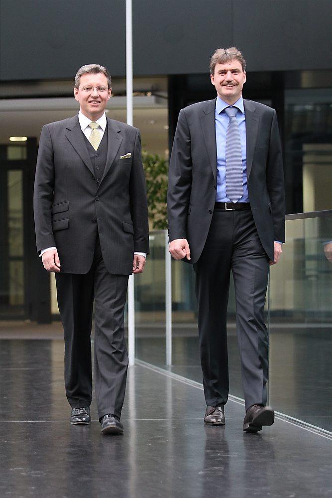 Der Aufsichtsrat der NürnbergMesse ernennt Dr. Roland Fleck (l.) und Peter Ottmann (r.) zu Geschäftsführern der NürnbergMesse GmbH