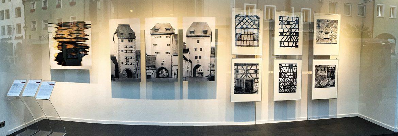 Ute Scharrer schreibt über die Ausstellung im Kunstfenster