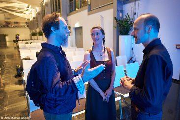 New Worlds - Nach dem Konzert: Andrew York (l) und seine Frau Annette im Gespräch mit Festivalleiter Johannes Tonio Kreusch
