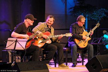 Blues & Jazz Guitar Night - Ulf Wakenius, Andreas Dombert und Martin Taylor
