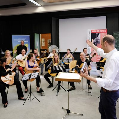 Abschlusskonzert der Festivalteilnehmer im AOK Bildungszentrum Hersbruck - Und dann das Festival Ensemble mit Stücken und unter der Leitung von Komponist Jürg Kindle