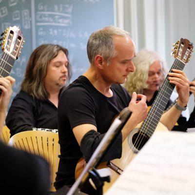 Abschlusskonzert der Festivalteilnehmer im AOK Bildungszentrum Hersbruck - Festival Ensemble mit Stücken und unter der Leitung von Komponist Jürg Kindle