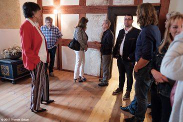 Besichtigung der Burg Hohenstein Führung durch Georg Maul vom Verschönerungsverein (Bildmitte)